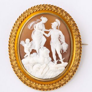 Victorian 15 Karat Gold mounted Shell Cameo Brooch